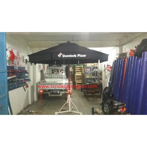 Payung Taman Jati Sunbrella Domino Pizza