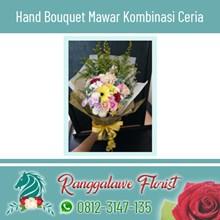 Hand Bouquet Mawar Kombinasi Ceria
