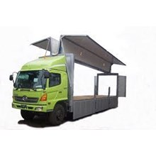 Wing Box Truck Rental Services