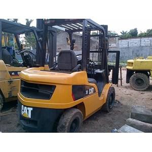 Forklift Bekas Caterpillar Kapasitas 2.5 Tahun 2012 Ton Kondisi Siap Kerja