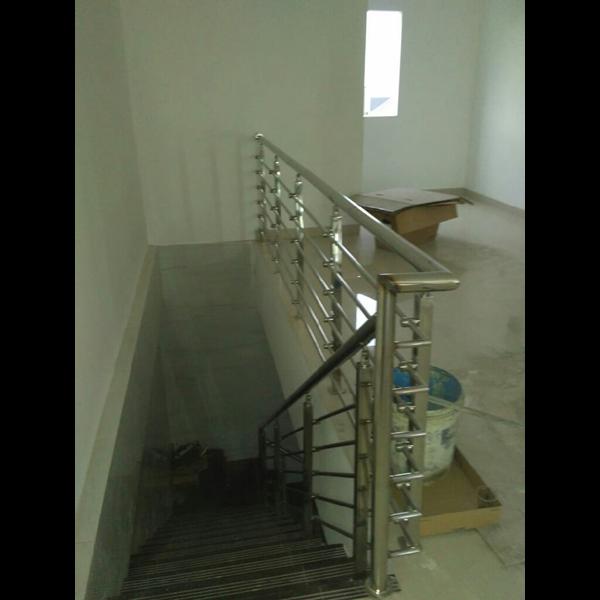 list tangga / raling tangga tiang penjepit pipa stainlis
