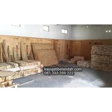 Kayu Pinus import atau Pine Wood Murah Ukuran 122x244 cm jenis OSB