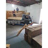 Jual Kayu Pinus import atau Pine Wood Murah Ukuran 122x244 cm jenis Pine Plywood