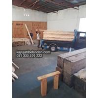 Distributor Kayu Pinus import atau Pine Wood Murah Ukuran 122x244 cm jenis Pine Plywood 3