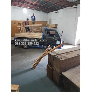 Kayu Pinus import atau Pine Wood Murah Ukuran 122x244 cm jenis Pine Plywood