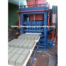 Brick Making Machine / Semi Automatic Hydraulic Bl