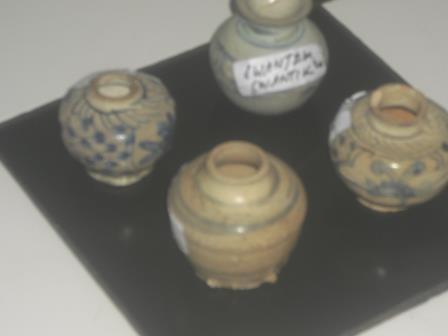 jual guci keramik antik dinasti warna cokelat motif biru