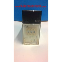 TEMPERATURE CONTROLLER  OMRON E5E4- R2