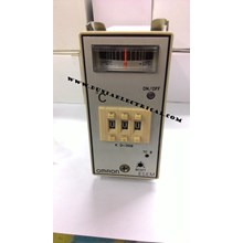 Temperature Controller Omron E5EM-YR4K-30