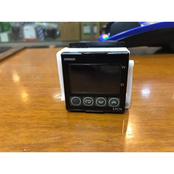 TEMPERATURE CONTROLLER  E5CN QMT 500 OMRON