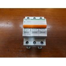 MCB / Miniature Circuit Breaker Schneider Domae 3P 20A