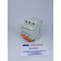 Miniature Circuit Breaker schneider domae 3P 6A