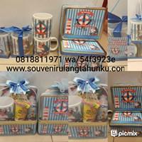 Souvenir ulang tahun kotak kaleng kerupuk 2