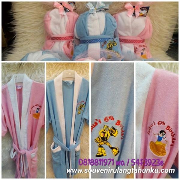 Kimono Bordir Tema Transformer dan Snow White