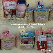 Paket Souvenir Rotan Tissue dan Snack 4 Macam