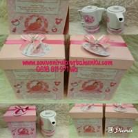 Souvenir Teapot 2 Cangkir dan Box