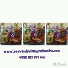 Paket Souvenir Tatakan dan Snack 5 Macam