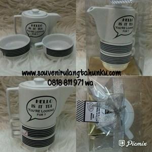 Souvenir Teapot 2 Cangkir dan Box Mika