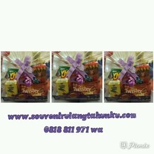 Souvenir Aneka Snack 4 Macam dan Wrapping dan Tatakan Snack