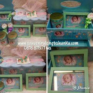 Paket Souvenir Hampers Baby Berupa Tempat Tissue Kayu Laci dan Frame dan Celengan