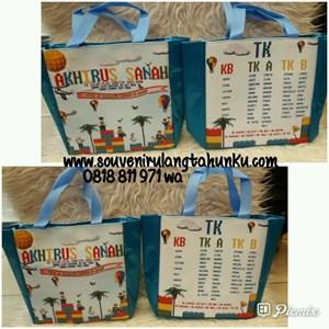 Souvenir Tas Tenteng dengan Foam Kancing Magnet dan Furing Parasut 2 Sisi