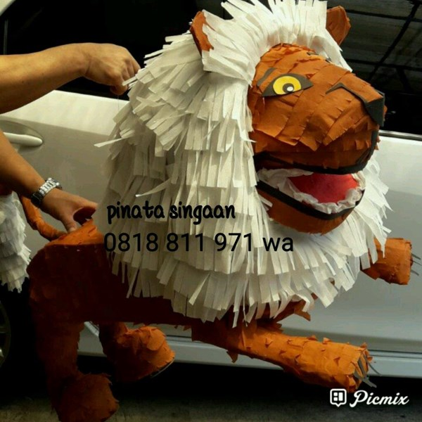 Souvenir Pinata Lion