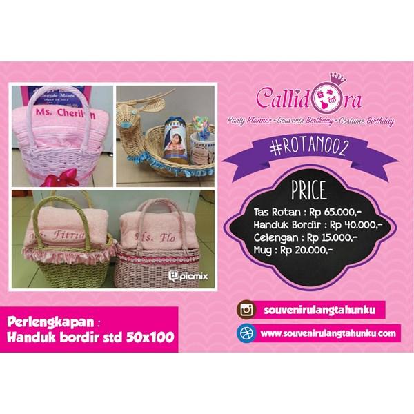 Paket Souvenir Tas Rotan Handuk Bordir Celengan dan Mug