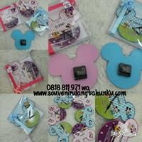 Souvenir Jam Dinding Kayu Mickey dgn Nama