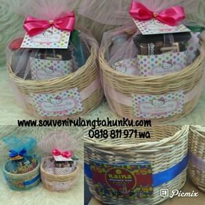 Paket Souvenir Keranjang Rotan dan Snack Isi 3 Macam