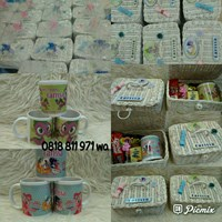 Souvenir Kotak rotan aplikasi + mug + snack