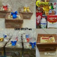 Souvenir kotak plastik treasure dengan snack 8 mcm