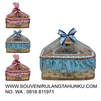 Souvenir tempat tissue dengan  boneka forever friend