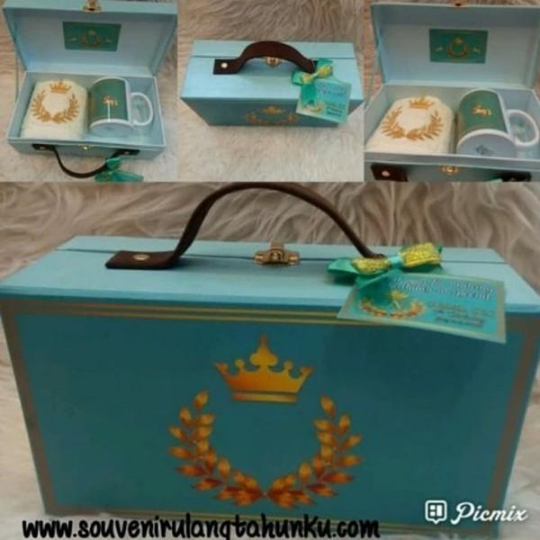 Souvenir box koper mug dan handuk bordir