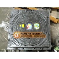 Baja Manhole Trotoar