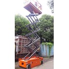 Electric Scissor Lift  With Battery. 3