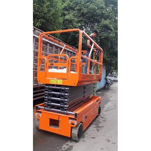 Electric Scissor Lift  With Battery.