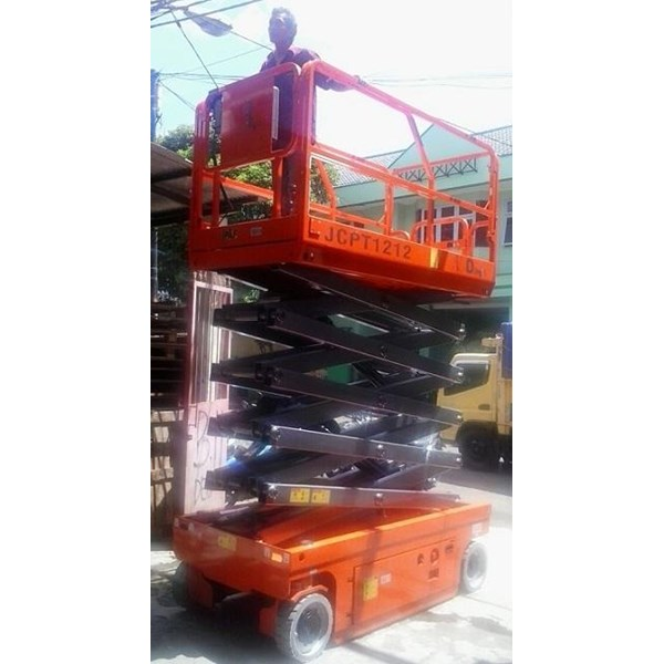 Electric Scissor Lift work platform.