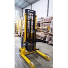Lift Stacker Pedestrian 3