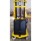 Lift Stacker Pedestrian 4