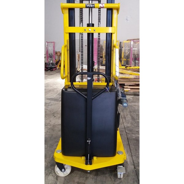 Lift Stacker Pedestrian