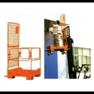 Personal Platform Cargo dengan Forklift