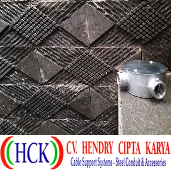 Circular Surface Box Atau Tee Dost Cabang 2 Alumunium (Type E) Angle