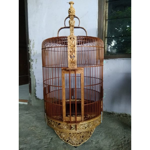 Sangkar Burung ukir bambu motif mawar Ukuran 38. Funishing natural.