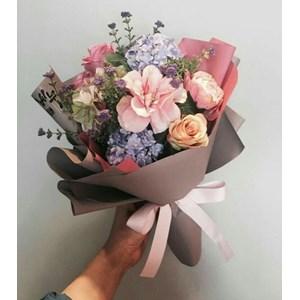 Foto Bunga Matahari Dipegang Tangan Gambar Bunga Keren