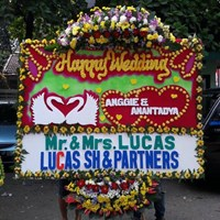Dekorasi Bunga Papan Ucapan Happy Wedding