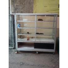 Etalase Perabotan Besi dan Aluminium