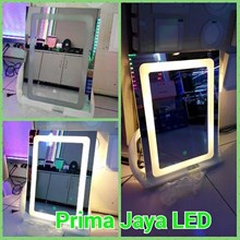 Kaca Rias LED Model Kotak