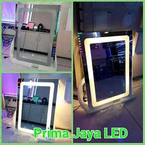 Kaca Rias LED Model Kotak