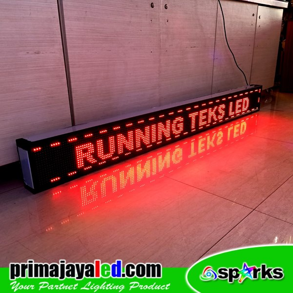Running Text Outdoor Merah 197cm x 21cm