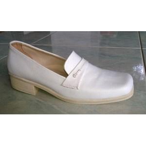 sepatu perawat sol putih